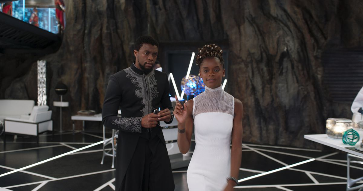 Black Panther - Tâlla and Shuri in his lab