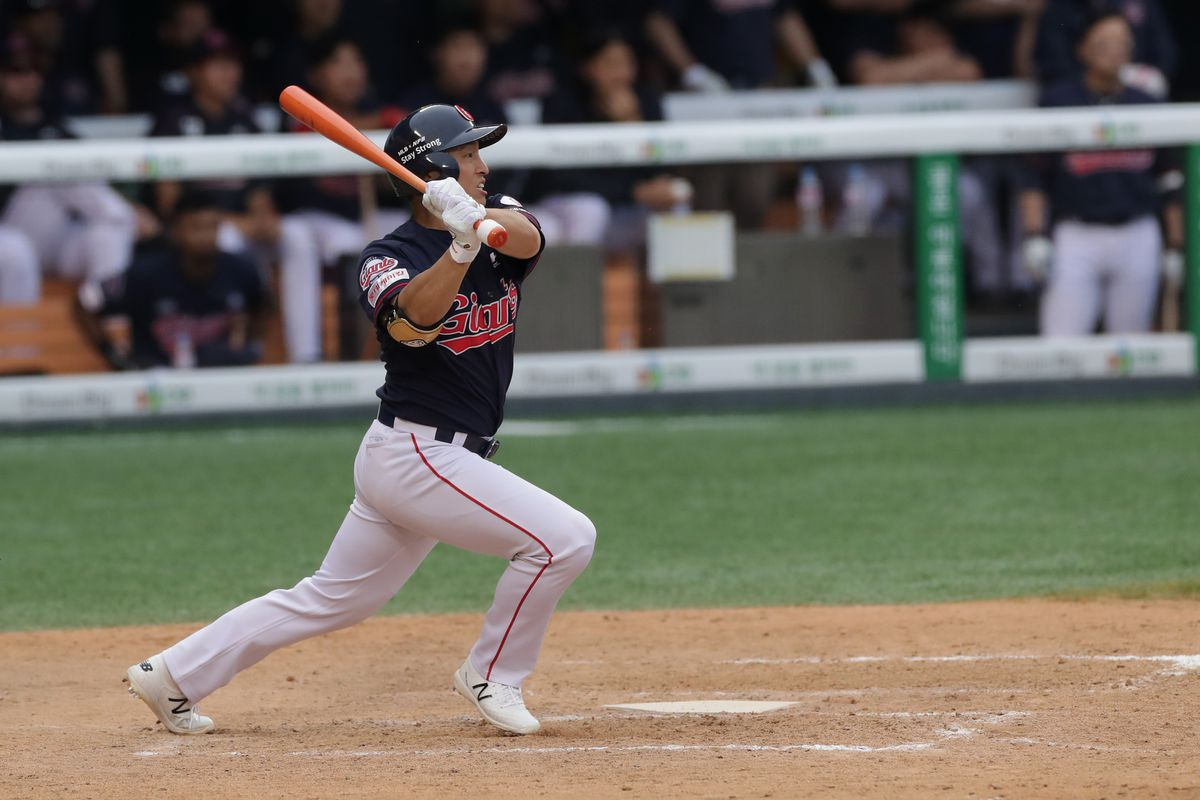 Outfilder Son Ah-Seop of Lotte Giants bats in the top of the eleventh inning during the KBO League game between Lotte Giants and Doosan Bears at the Jamsil Stadium on May 31, 2020 in Seoul, South Korea.