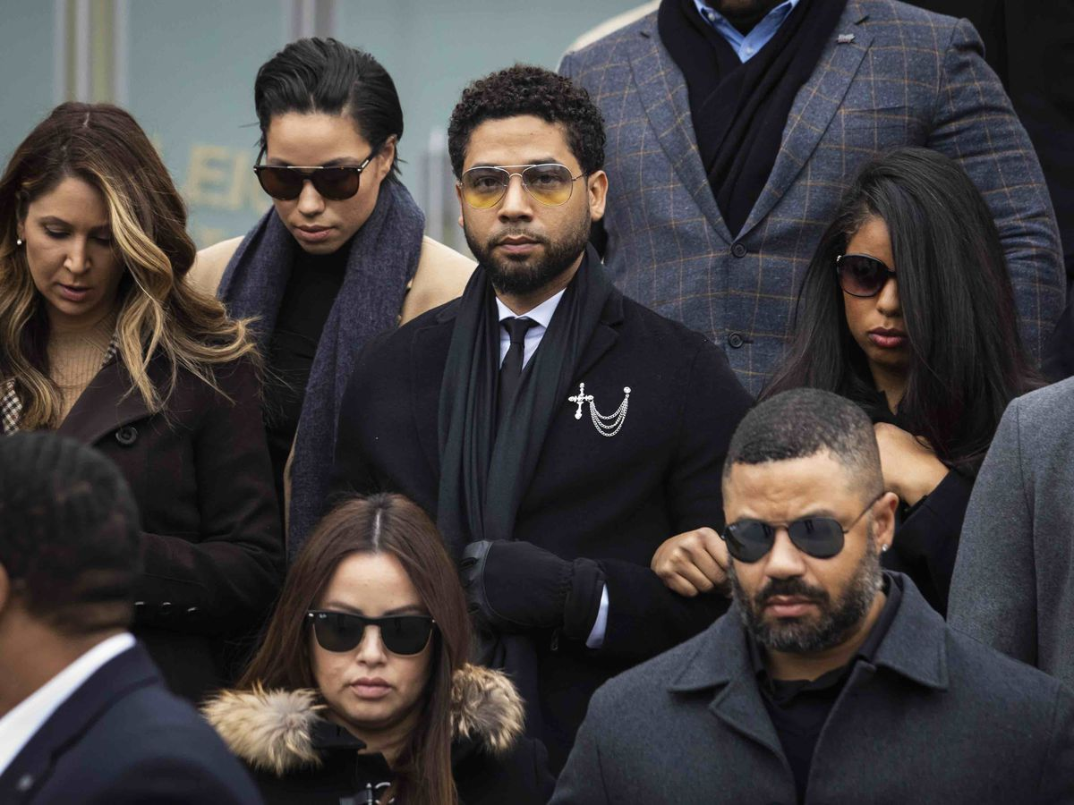 """""""Empire"""" actor Jussie Smollett walks out of the Leighton Criminal Courthouse after pleading not guilty to a new, six-count indictment"""