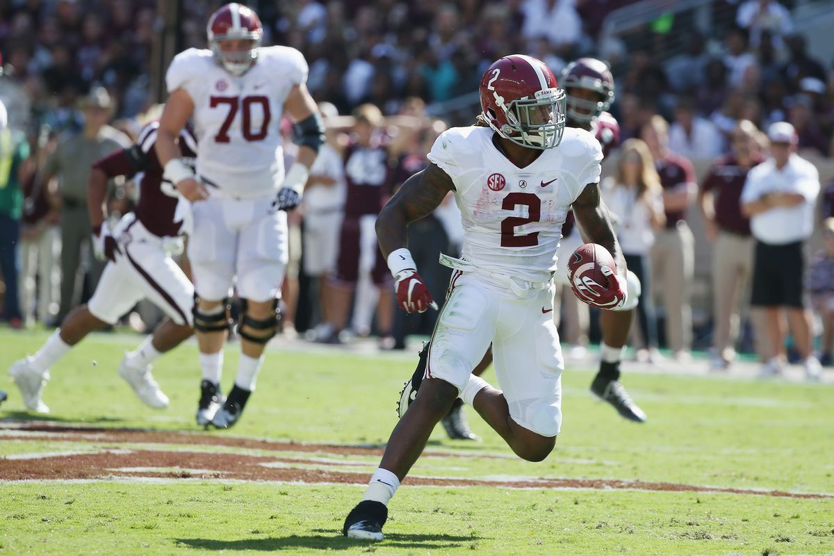 Derrick Henry and Alabama hope to stay in the College Football Playoff race with a win against Tennessee