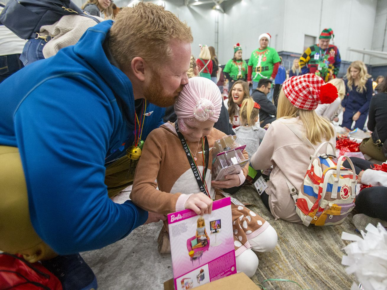 Patients from Utah children's hospitals board plane to Santa's Winter Wonderland
