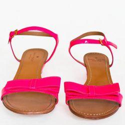 "<a href=""http://www.katespade.com/designer-shoes/womens-flats/vonya-lime/S352654LM,default,pd.html?dwvar_S352654LM_color=679&start=24&cgid=shoes"" rel=""nofollow"">Vonya sandals</a>, $225"