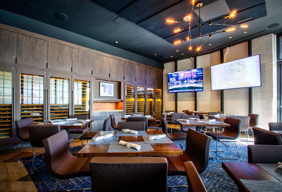 A private dining room at Wolfgang Puck Players Locker