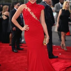 Colbie Caillat matching the carpet in Ezra Santos.