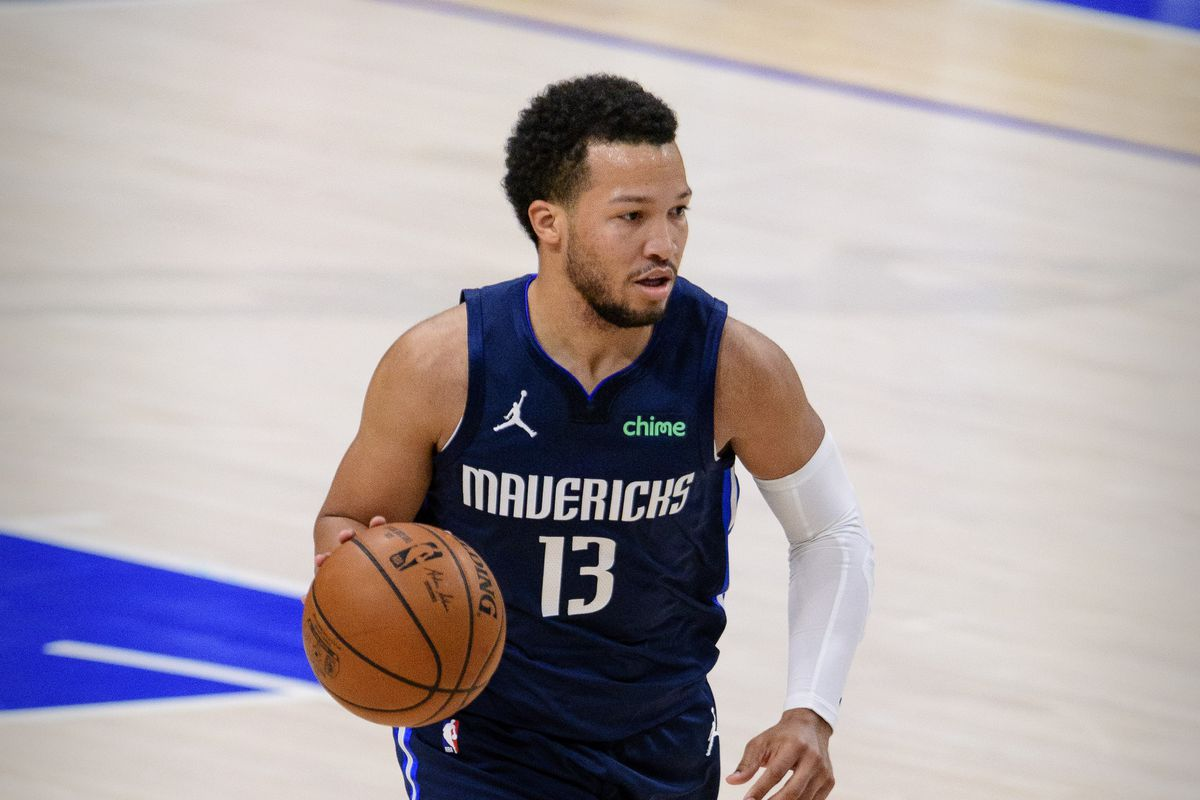 Dallas Mavericks guard Jalen Brunson in action during the game between the Dallas Mavericks and the Golden State Warriors at the American Airlines Center.