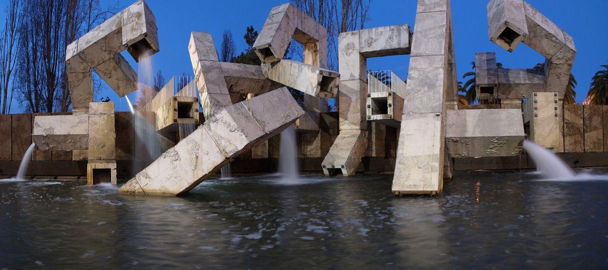 The fountain at Justin Herman Plaza.