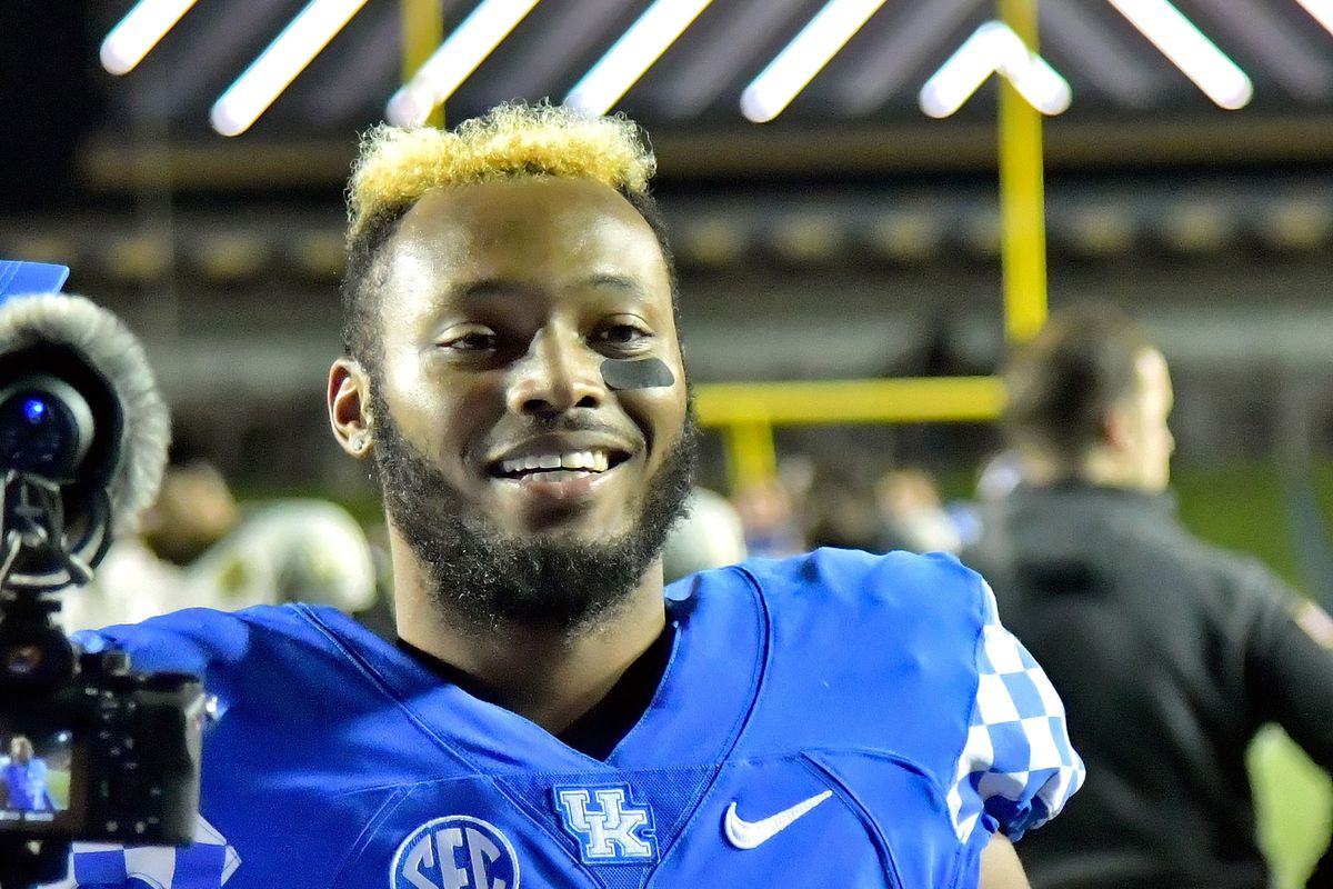 Josh Allen Mike Edwards Open Up About Nfl Draft Consideration A Sea Of Blue