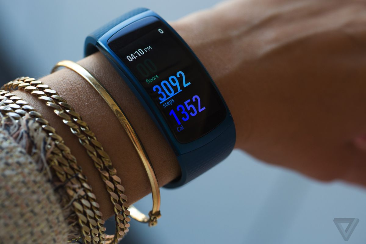 samsung gear fit 2 review samsung gets fitness tracking right the verge