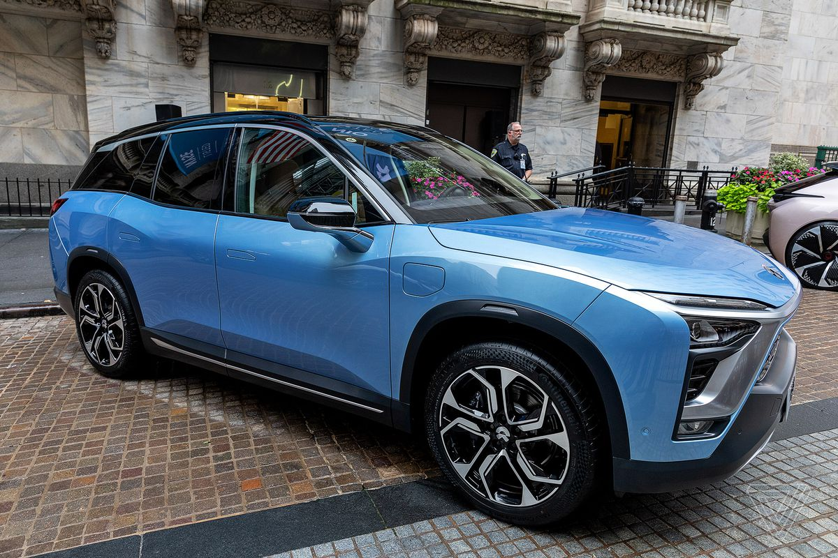 Nio S Es8 Suv Outside The New York Stock Exchange On Day Company Went Public In Us Photo By James Bareham Verge