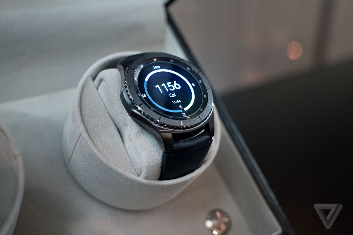 Gear S3 smartwatch photos