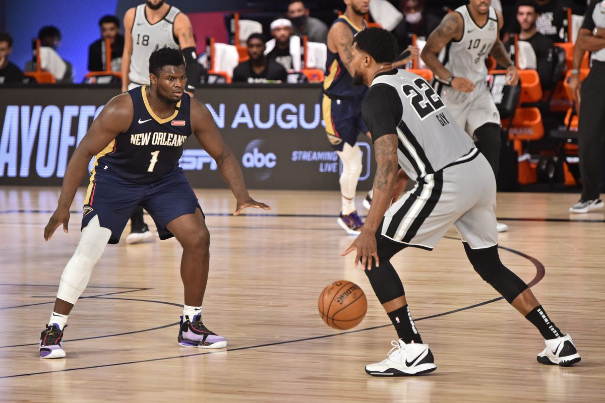 Zion Williamson #1 of the New Orleans Pelicans plays defense against Rudy Gay #22 of the San Antonio Spurs on August 9, 2020 in Orlando, Florida at The Field House.