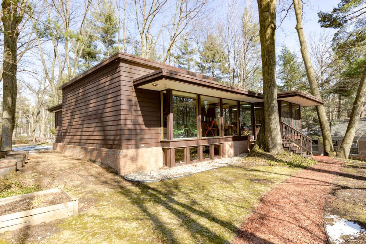 Well Preserved Midcentury Modern Home In Michigan Asks
