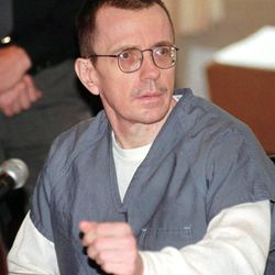 Joseph Paul Franklin sits in Hamilton County Common Pleas Court on Oct. 19, 1998, in Cincinnati, Ohio, where jury selection was set to begin in his murder trial. Franklin, who is already on death row in Missouri, is on trial for the murder of two Cincinnati youths in 1980. Franklin is scheduled to be executed early Wednesday in Missouri.