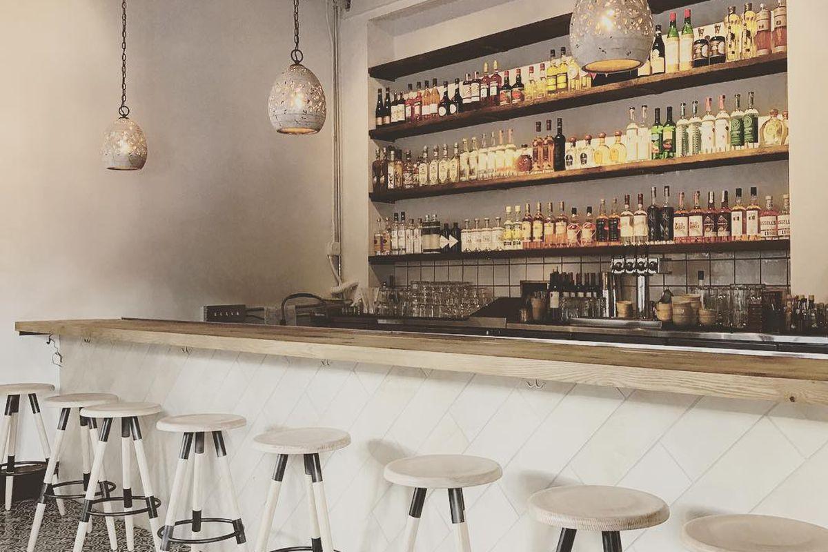 Flores' bar