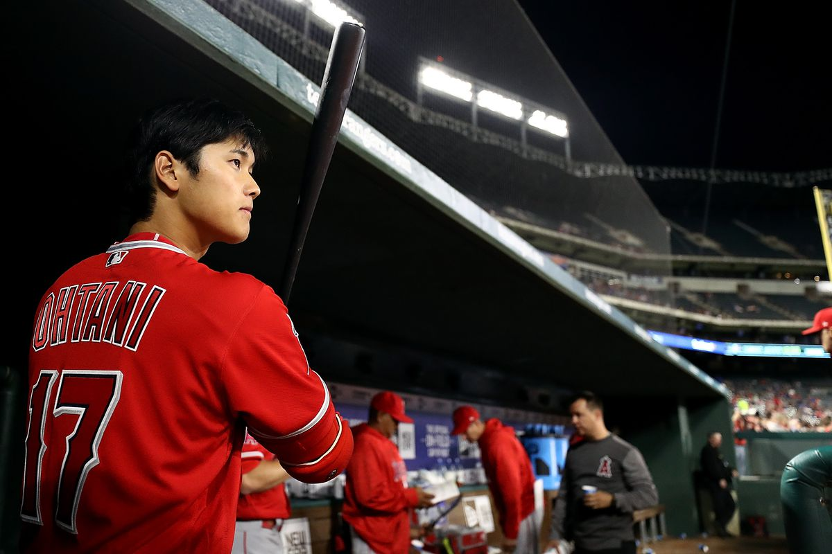 Ohtani grants young Royals fan's wish by gifting one of his bats