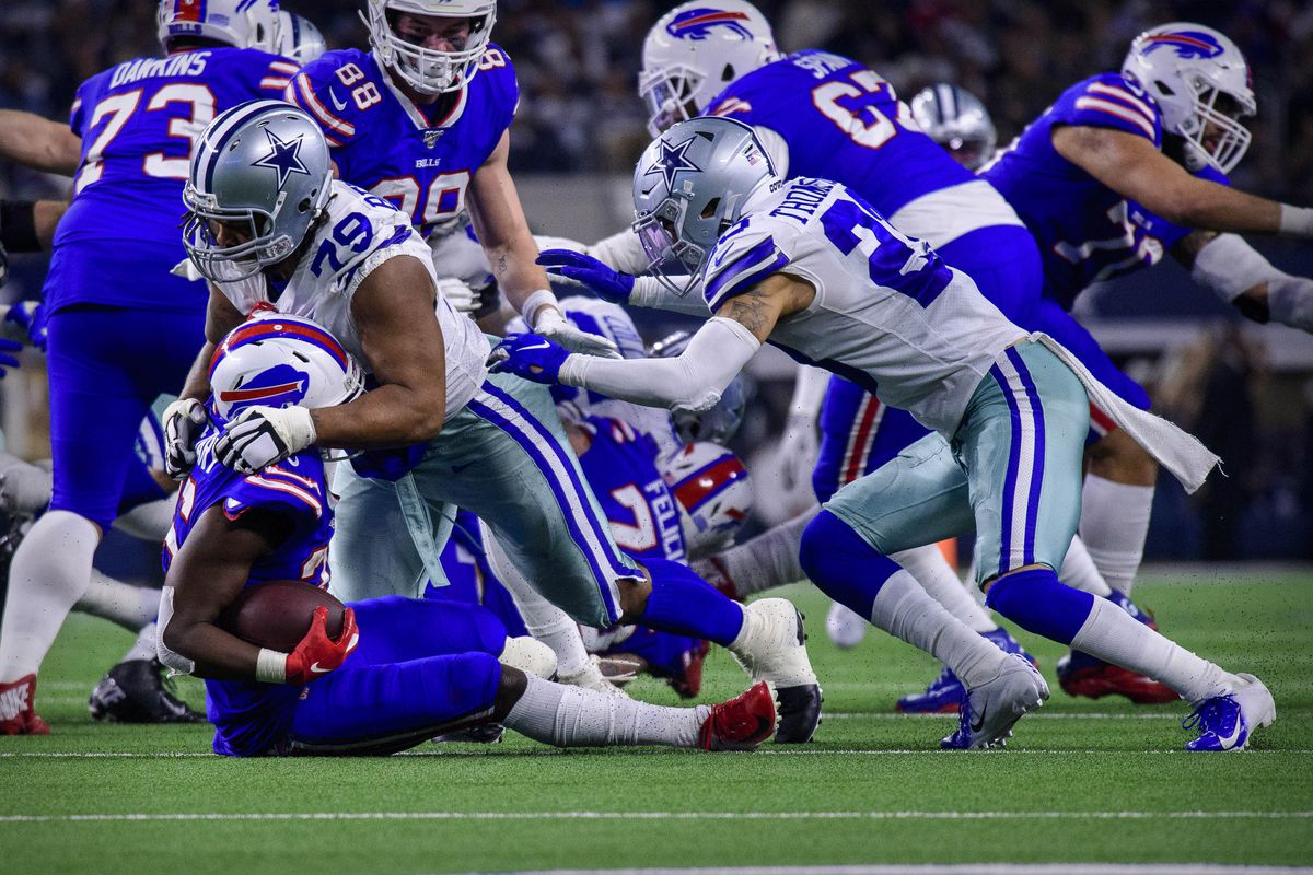 Buffalo Bills running back Devin Singletary and Dallas Cowboys defensive end Michael Bennett in action during the game between the Bills and Cowboys at AT&T Stadium