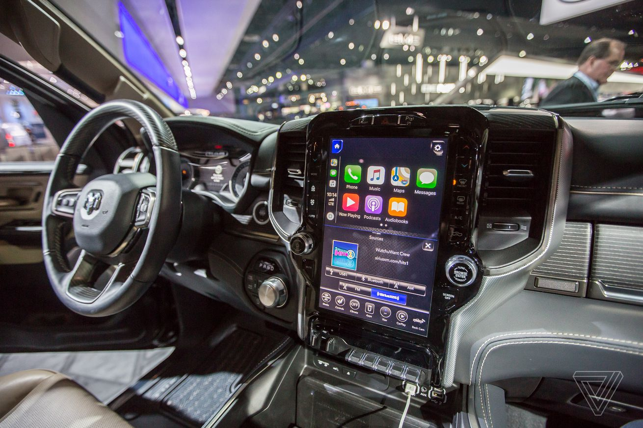here s what carplay and android auto look like on the new ram s 12 inch touchscreen