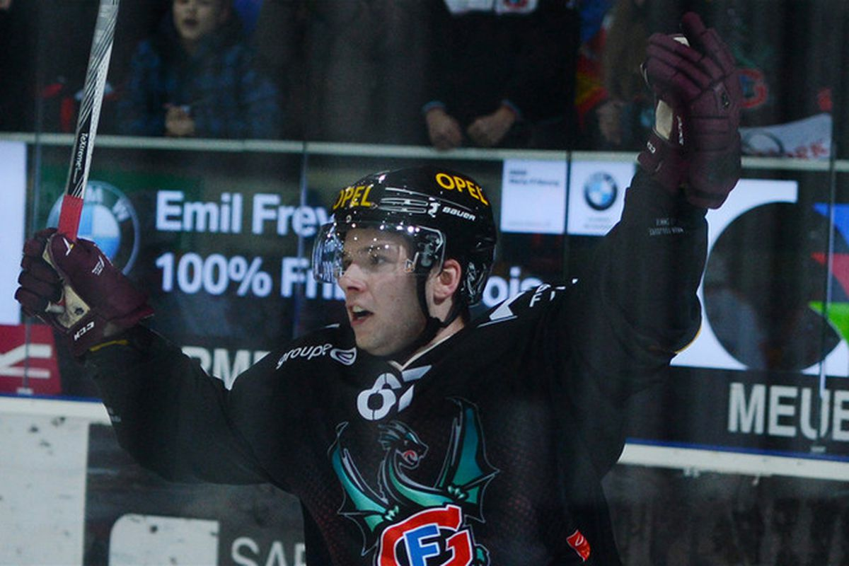 Celebrating another goal in Fribourg-Gottéron