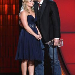 And now Miranda Lambert and Blake Shelton demonstrate the art of the adorable power couple