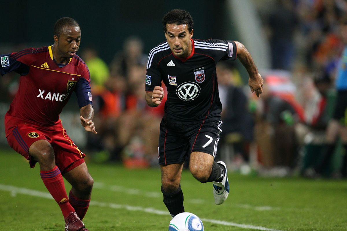 WASHINGTON, DC - SEPTEMBER 24: Dwayne De Rosario #7 of D.C. United dribbles the ball against Collen Warner #26 of Real Salt Lake at RFK Stadium on September 24, 2011 in Washington, DC. (Photo by Ned Dishman/Getty Images)