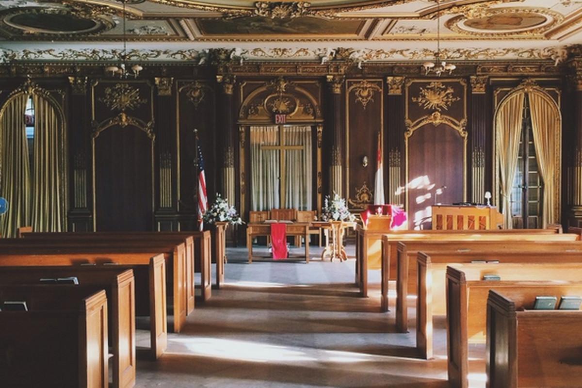 """Inside Lynnewood Hall. Photo via Austin H./<a href=""""http://austinxc04.vsco.co/media/52863a355a6808c072000103"""">VSCO</a>"""