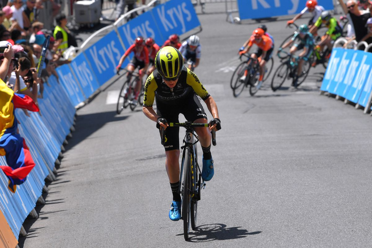 Amanda Spratt about to be caught by the peloton on the final climb at La Course.
