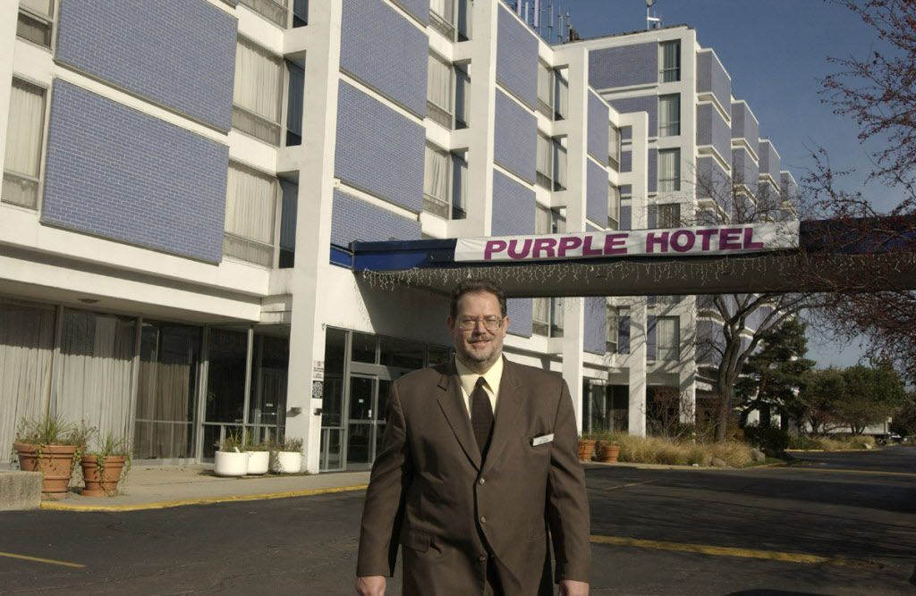 John J. Baldwin Jr., then the general manager, outside the Purple Hotel in November 2004.   John H. White / Sun-Times files