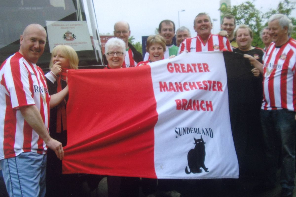 Greater Manchester branch members en-route to the final game of the season  at Luton in 2007. The Lads won the game 5-0 to clinch the Championship  title. 16d4da76ee
