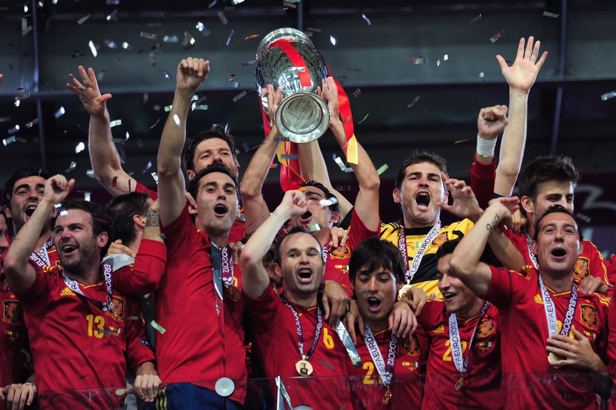 KIEV, UKRAINE - JULY 01: Spain celebrate their victory with the trophy during the UEFA EURO 2012 final match between Spain and Italy at the Olympic Stadium on July 1, 2012 in Kiev, Ukraine.  (Photo by Shaun Botterill/Getty Images)