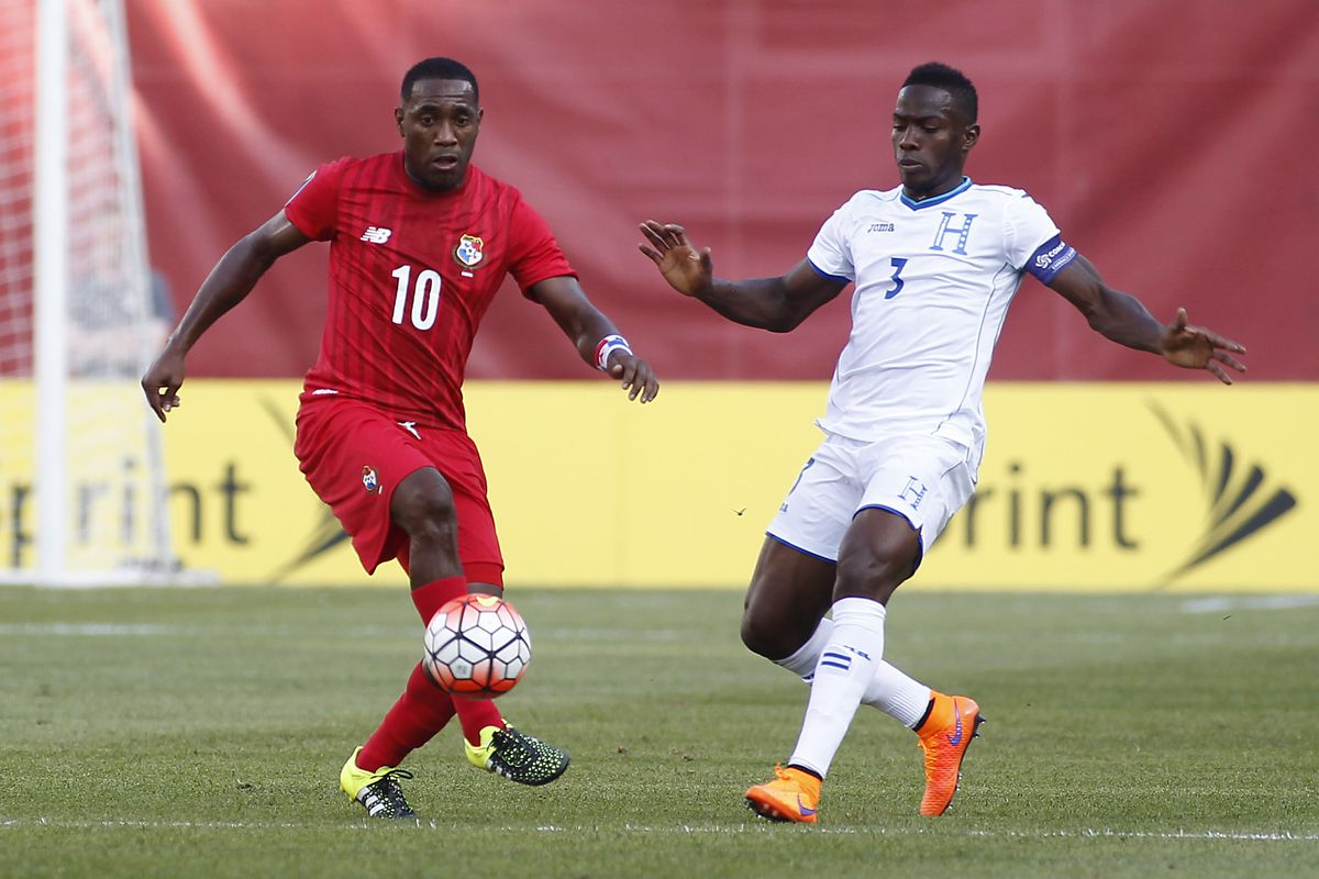 New Rapids defender Maynor Figueroa, right, defending last month in the CONCACAF Gold Cup for Honduras