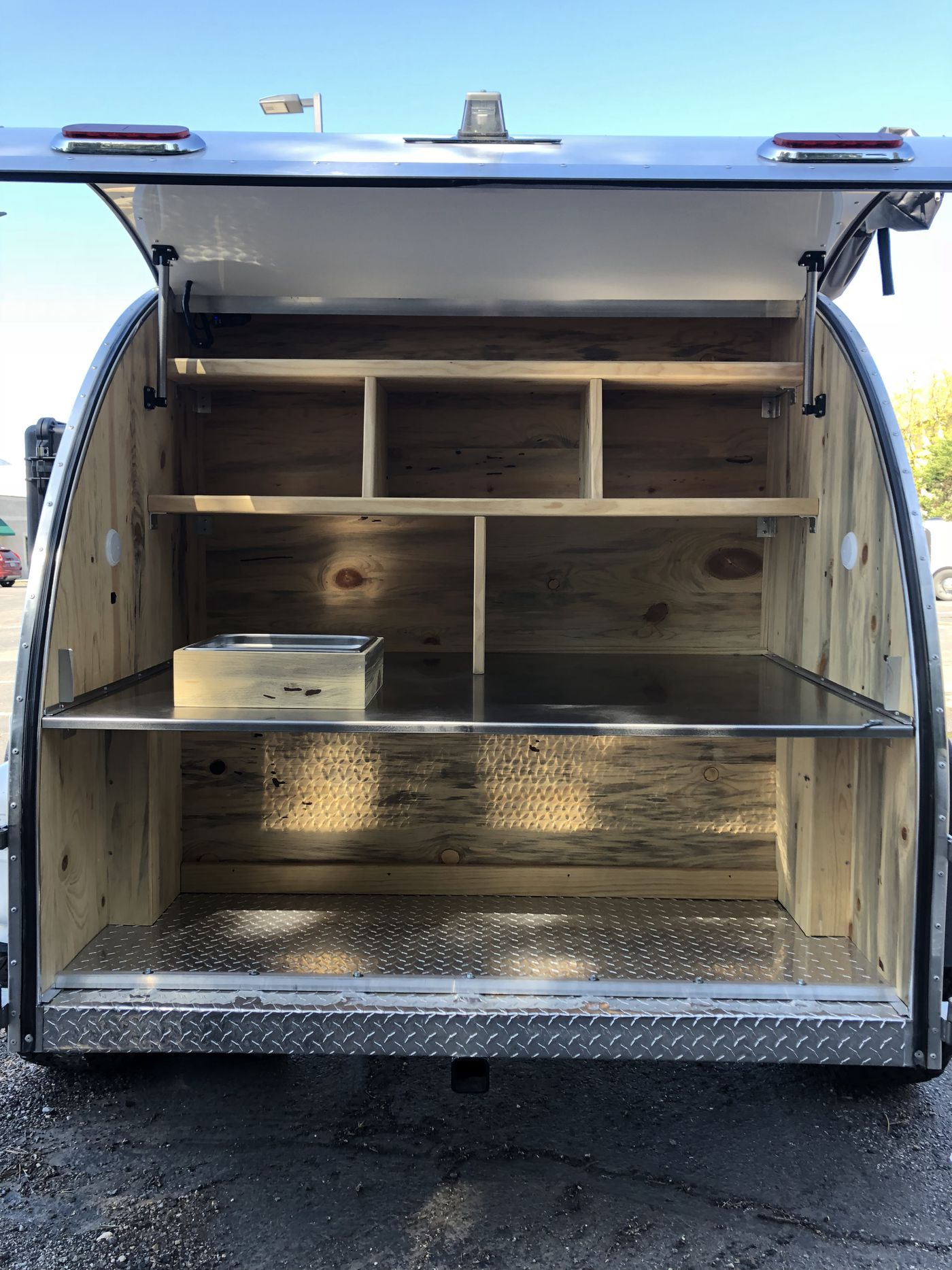 Camper trailer features bunkbeds to sleep a family of 4 - Curbed