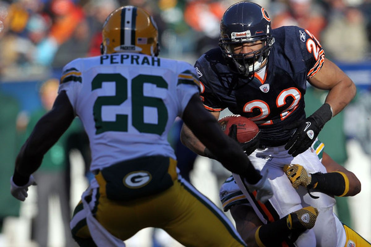 CHICAGO IL - JANUARY 23:  Matt Forte #22 of the Chicago Bears runs the ball against the Green Bay Packers in the first quarter of the NFC Championship Game at Soldier Field on January 23 2011 in Chicago Illinois.  (Photo by Jamie Squire/Getty Images)