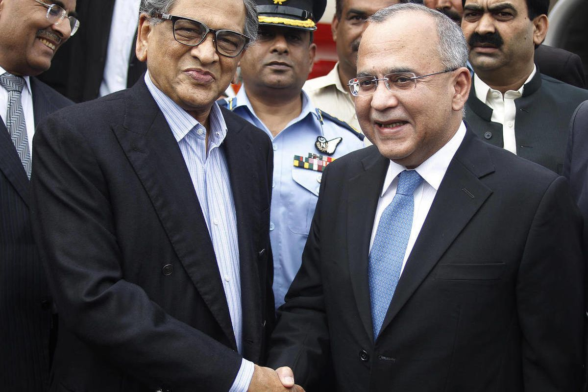 CORRECTS BASHIR'S TITLE - Pakistan's High Commissioner to India Salman Bashir, right, receives Indian Foreign Minister S.M. Krishna at Chaklala airbase in Rawalpindi, Pakistan on Friday, Sept. 7, 2012. Krishna arrived in Pakistan to discuss bilateral issu