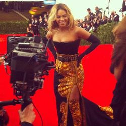 """And now, Beyonce <a href=""""http://instagram.com/p/Y_Y6B2mcnr/"""">again</a>."""