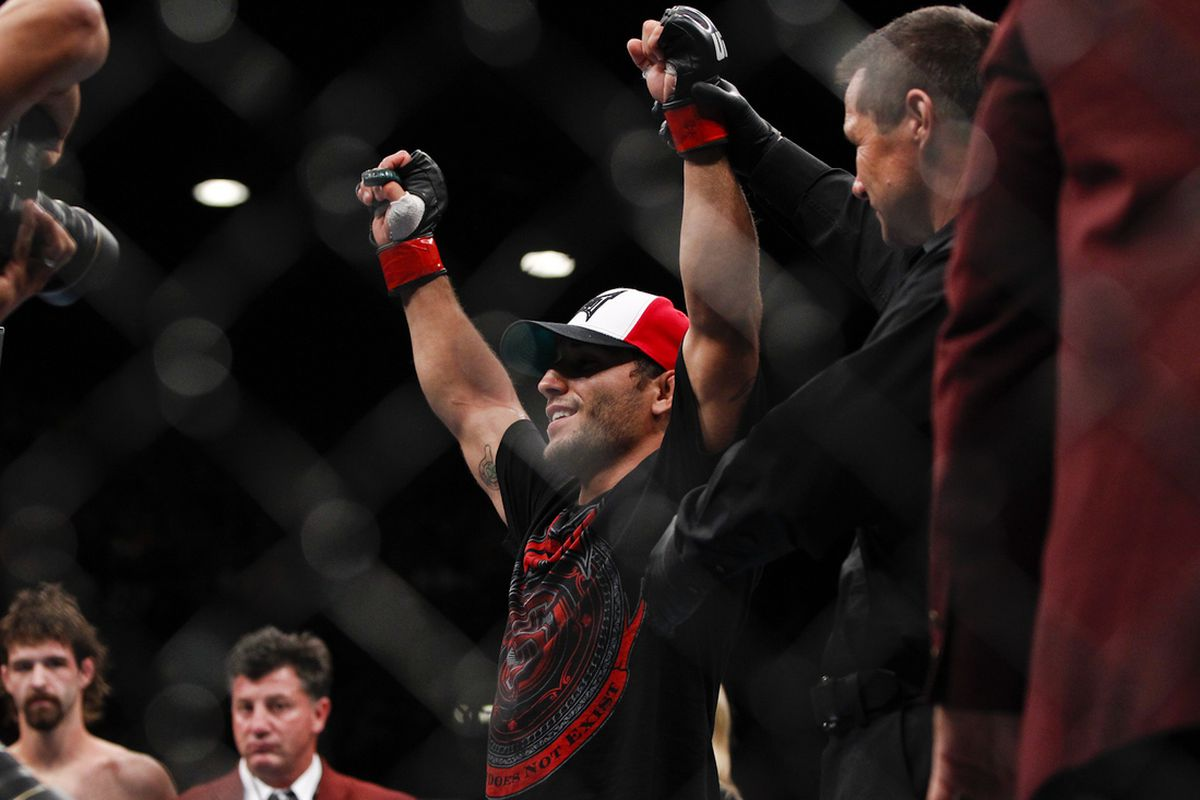 Chad Mendes will face Yaotzin Meza on the UFC on FX 6 undercard Friday night.