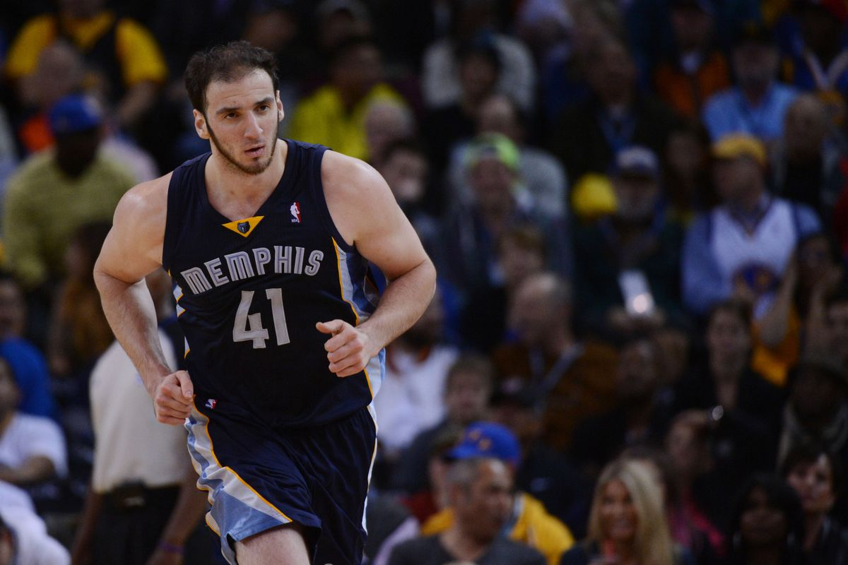 Kosta Koufos is approaching a key season in his career. How can he benefit himself and the Grizzlies?