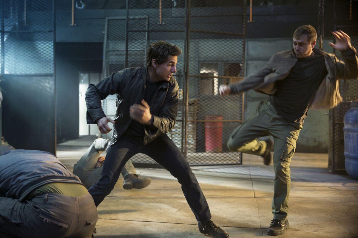 Tom Cruise kicks butt in Jack Reacher: Never Go Back