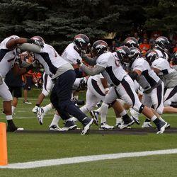 Denver Broncos offensive line working on blocking