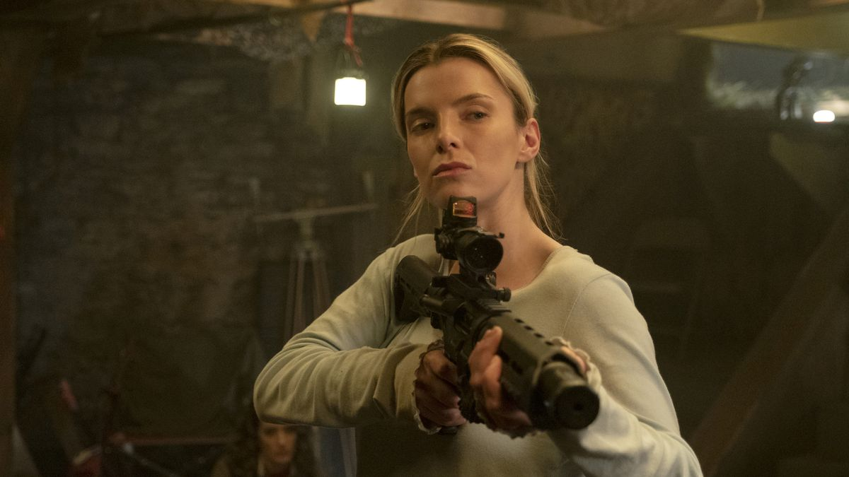 Crystal (Betty Gilpin) holds a rifle in The Hunt