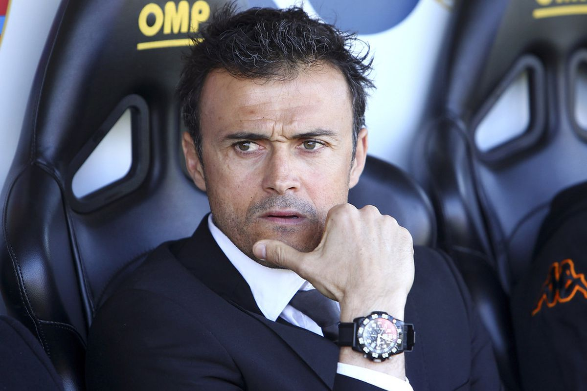 BERGAMO, ITALY - FEBRUARY 26:  AS Roma manager Luis Enrique looks on before the Serie A match between Atalanta BC and AS Roma at Stadio Atleti Azzurri d'Italia on February 26, 2012 in Bergamo, Italy.  (Photo by Marco Luzzani/Getty Images)