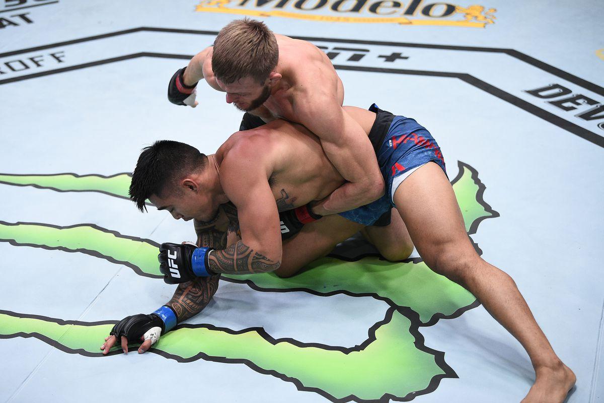 UFC Vegas 15 video: Jonathan Pearce pounds out Kai Kamaka III when choke  eludes - MMA Fighting