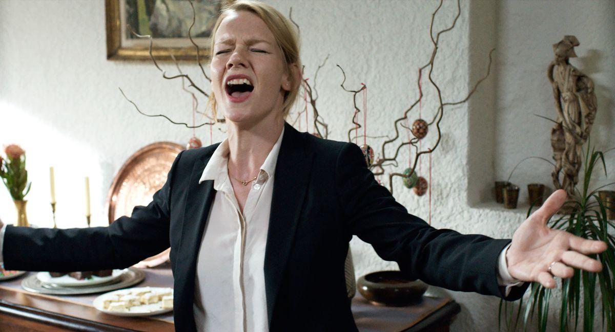 "Sandra Hüller sings in the film ""Toni Erdmann."""