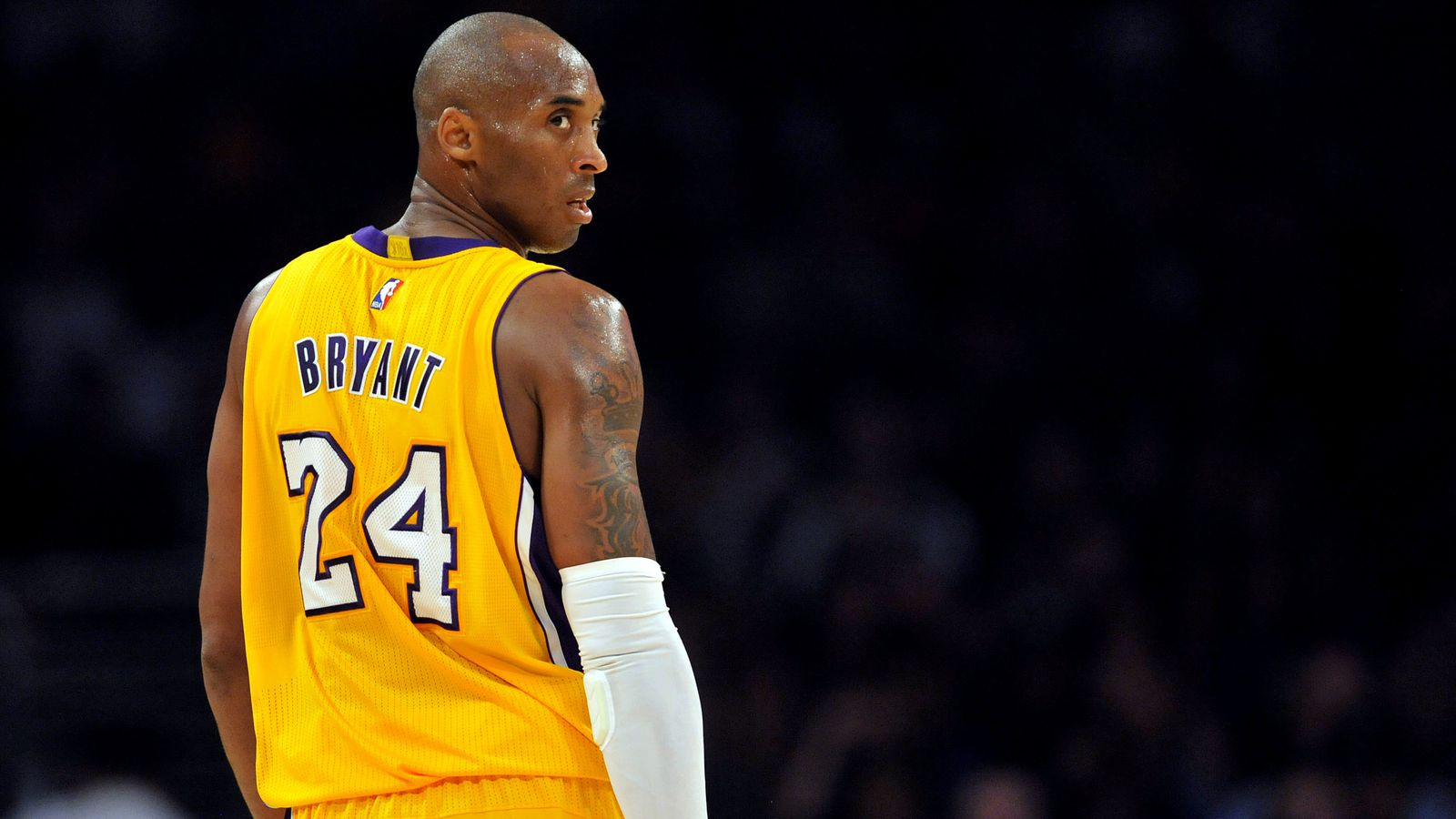 Kobe Bean Bryant ˈkoʊbi ˈbiːn ˈbɹaɪənt 23 August 1978 in Philadelphia Pennsylvania ist ein ehemaliger USamerikanischer Basketballspieler
