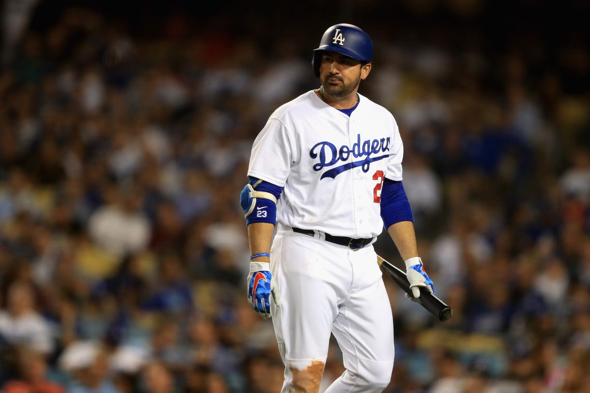 Gonzalez bids emotional farewell to Dodgers