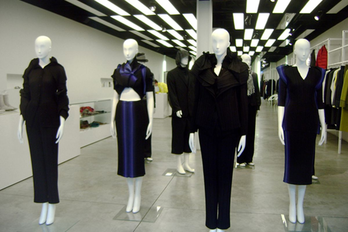 """At the Upper East Side Issey Miyake.  Via <a href=""""http://www.flickr.com/photos/jetsetcd/3863752520/in/pool-rackedny/"""">Jetsetcd</a>/Racked Flickr Pool"""