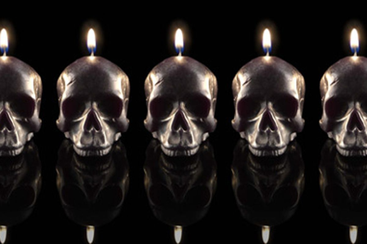 "Image via <a href=""http://www.dlcompany.com/catalog/black-skull-gift-set"">D.L. &amp; Co.</a>"