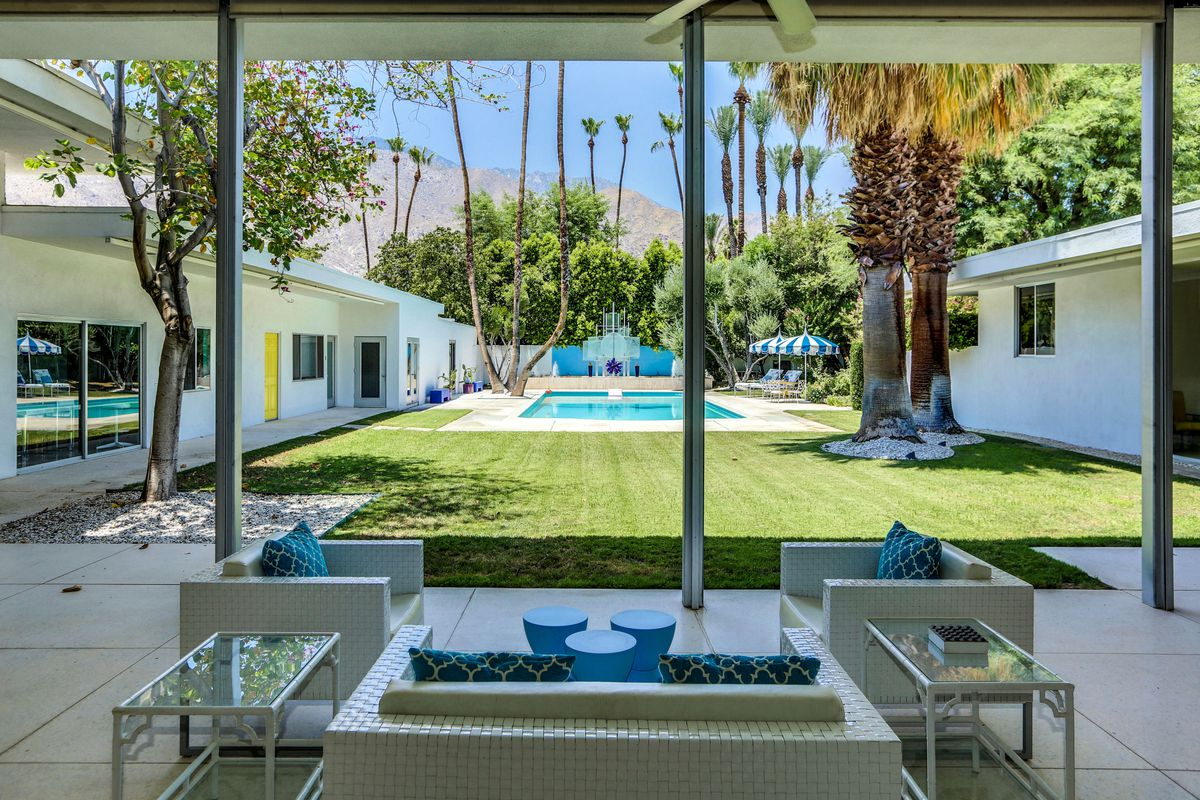 Massive midcentury compound in palm springs asks 4 4m for New mid century modern homes palm springs
