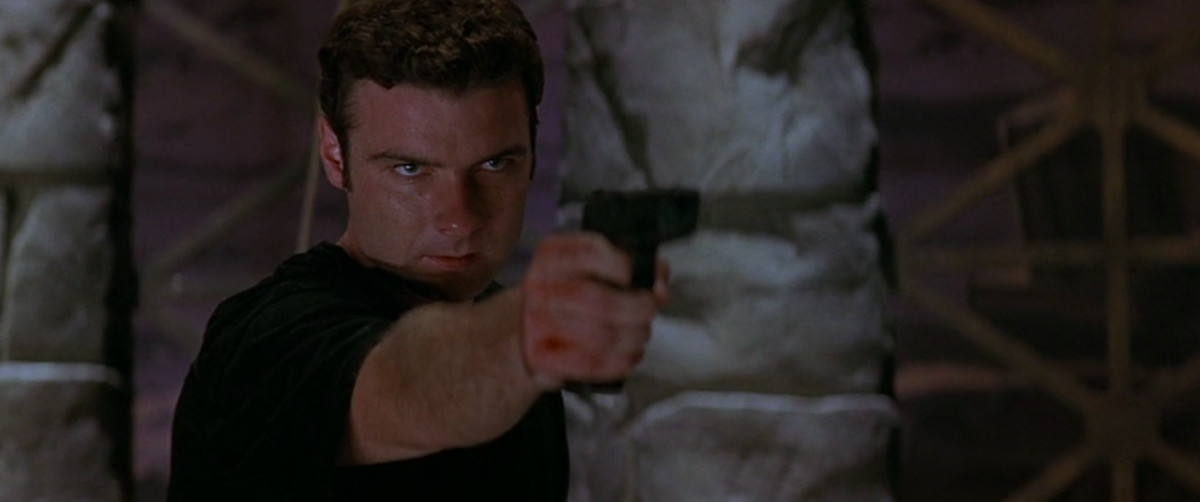 cotton (liev schreiber) holds a serial killer at gunpoint in the finale of scream 2