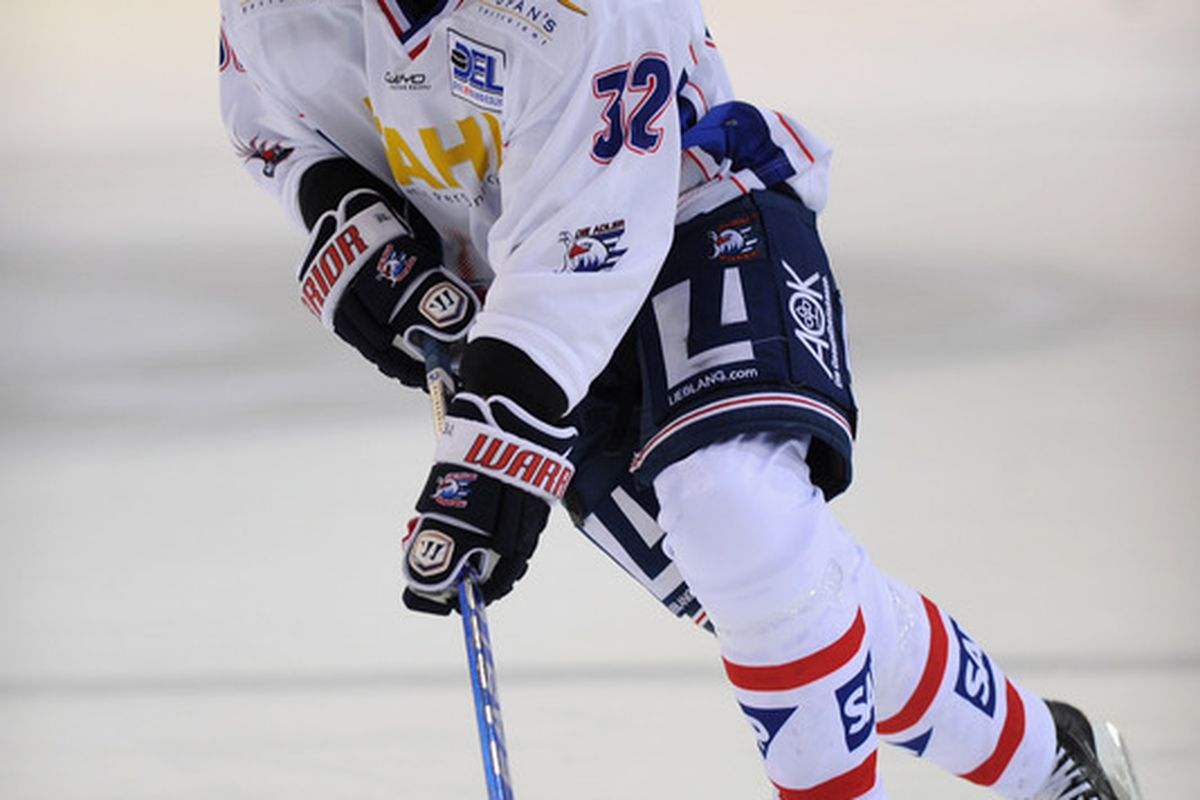Did you guys Steven Reinprecht once played in the German League? Neither did I, but I guess this picture is proof.