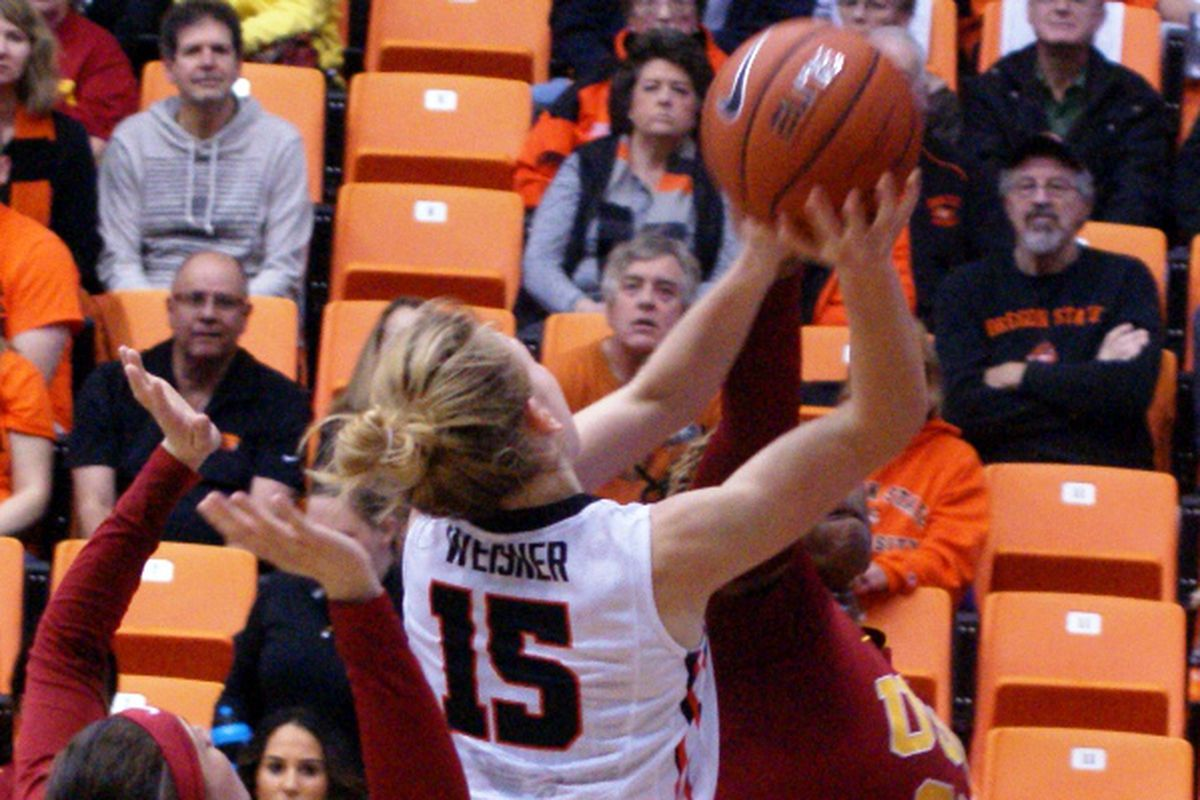 Jamie Weisner's 21 points led a dominating Oregon St. showing against USC Saturday.